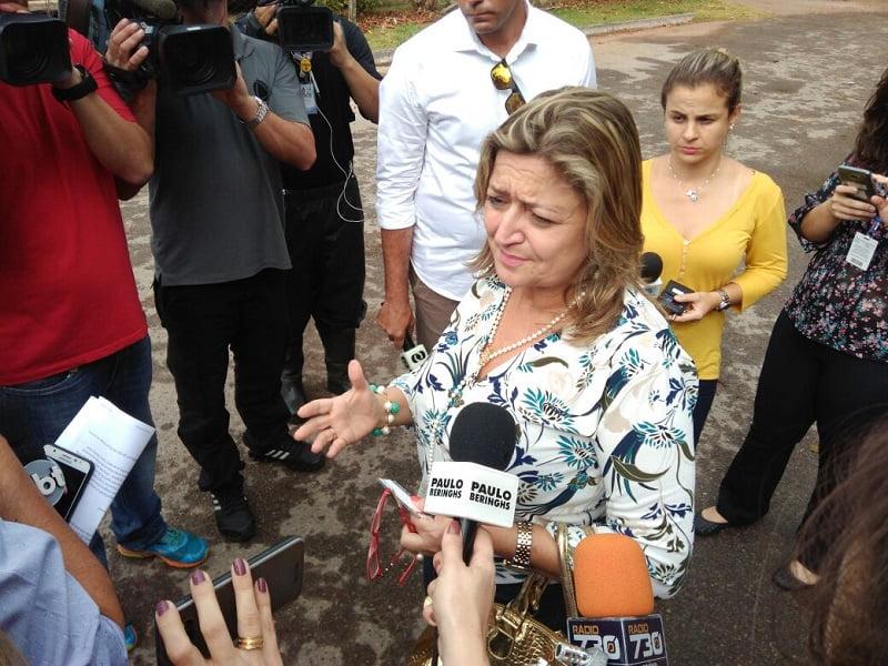advogada da familia do atirador colegio goyases