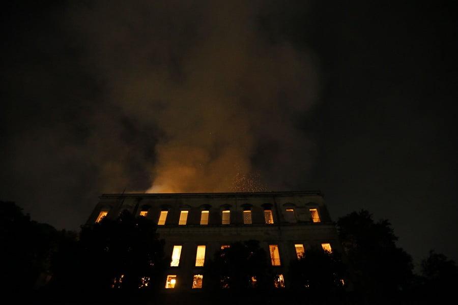 museu-nacional-fogo-foto-tania-rego-agencia-brasil.jpg