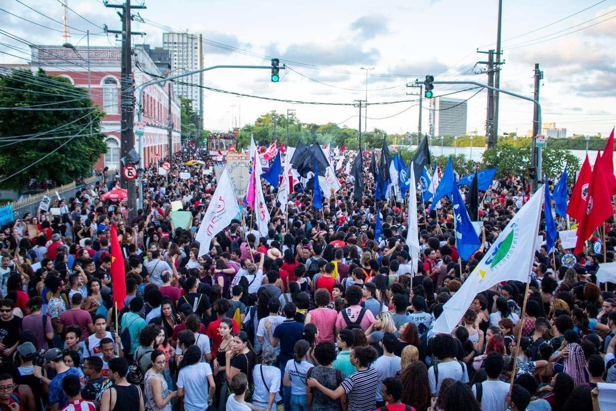 """(""""Tomaremos as ruas até que o governo volte atrás"""" Foto: UBES)"""