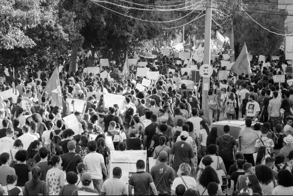 (Novos protestos pela educação estão programados para o próximo dia 30 de maio. Foto: Marcos Silva)