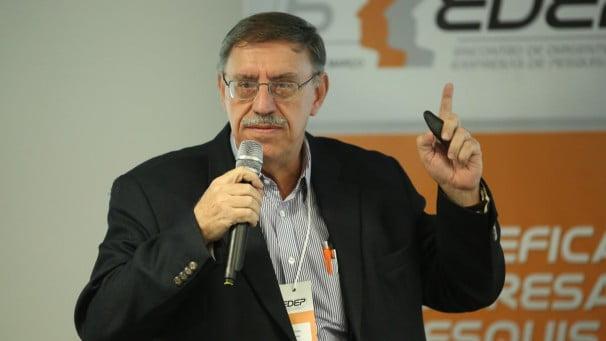 Mário Rodrigues filho, diretor do Grupom, explica pesquisa que avalia o humor do eleitor (foto divulgação)