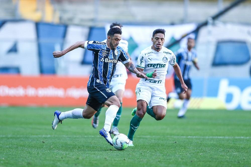Com gol nos acréscimos, Grêmio evita derrota para o ...
