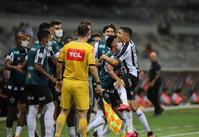 Brasileirao Vasco Faz Golaco Mas Sofre Virada Do Lider Atletico Mineiro Diario De Goias