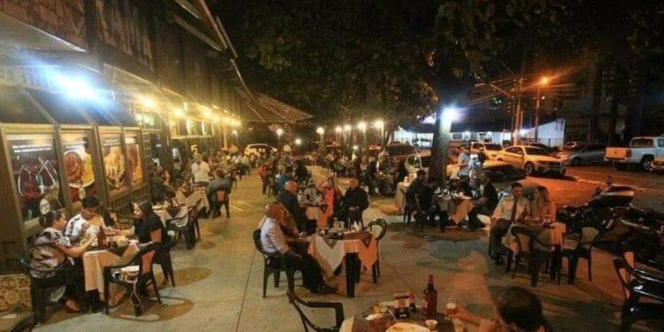 Bares e restaurantes abrem aproximadametne 200 vagas na retomada econômica em Goiânia (Foto: Redes Sociais)