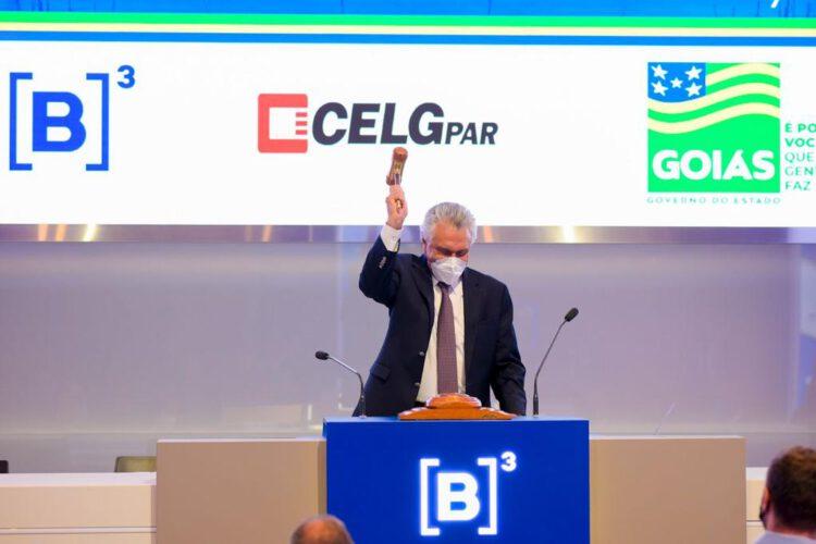 Governador Ronaldo Caiado bate martelo em leilão da Celg T. (Foto: Divulgação)